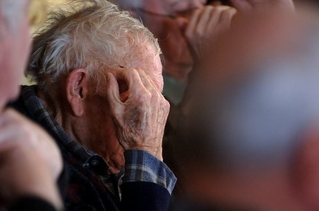1222366_older_man_care_home_elderly_depression