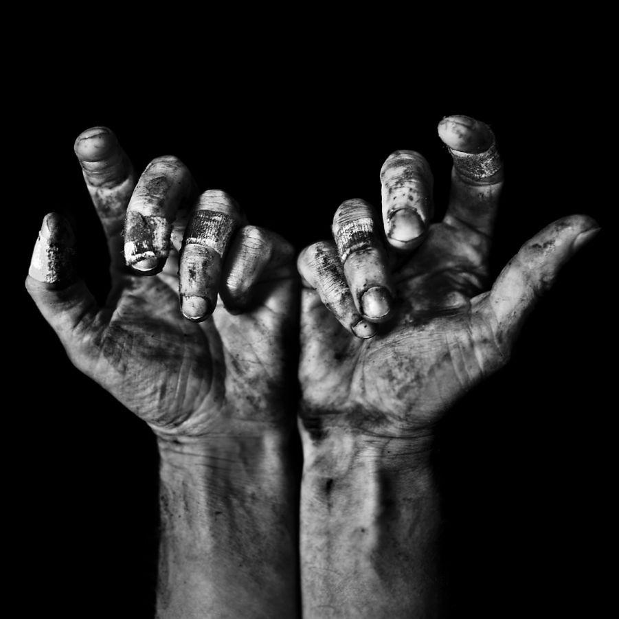 suffering-hands